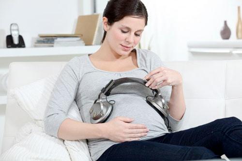 Нужно ли разговаривать с будущим малышом?