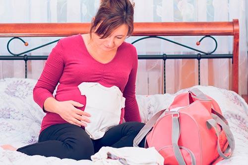 Список вещей в роддом: советы, что понадобится в роддоме маме и малышу