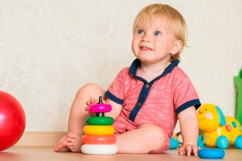 Игрушки для годовалого ребенка: что лучше для развития малыша?
