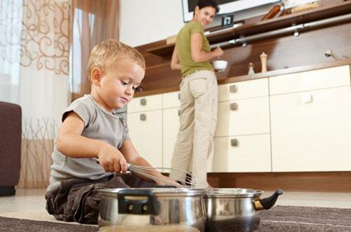 Во что поиграть с малышом на кухне?